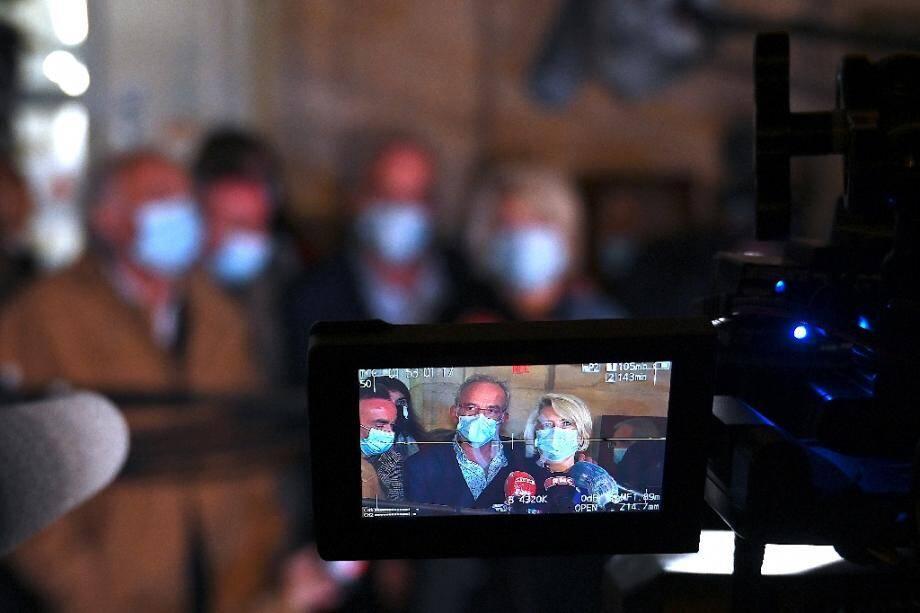 Les parents d'Alexia Daval, Isabelle et Jean-Pierre Fouillot, répondent aux journalistes, devant la cour d'assises de Vesoul, le 20 novembre 2020