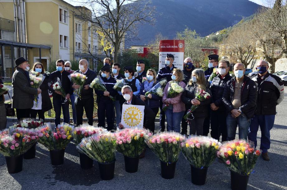 Des roses ont été remises aux Ehpad, aux communes, et à des personnes méritantes.