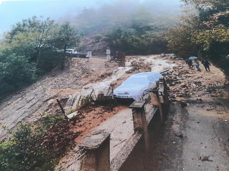 La maire, Danielle Chabaud, a dressé le bilan des dégâts occasionnés à Roquesteron par le passage de la tempête Alex, le 2 octobre.