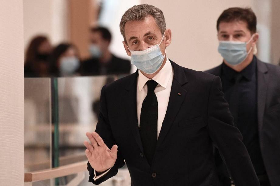 Nicolas Sarkozy arrive au tribunal de Paris pour son procès pour corruption le 26 novembre 2020