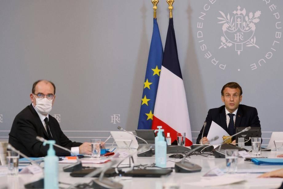 Emmanuel Macron et Jean Castex lors d'une visioconférence avec les acteurs du sport professionnel et amateur le 17 novembre 2020 à Paris