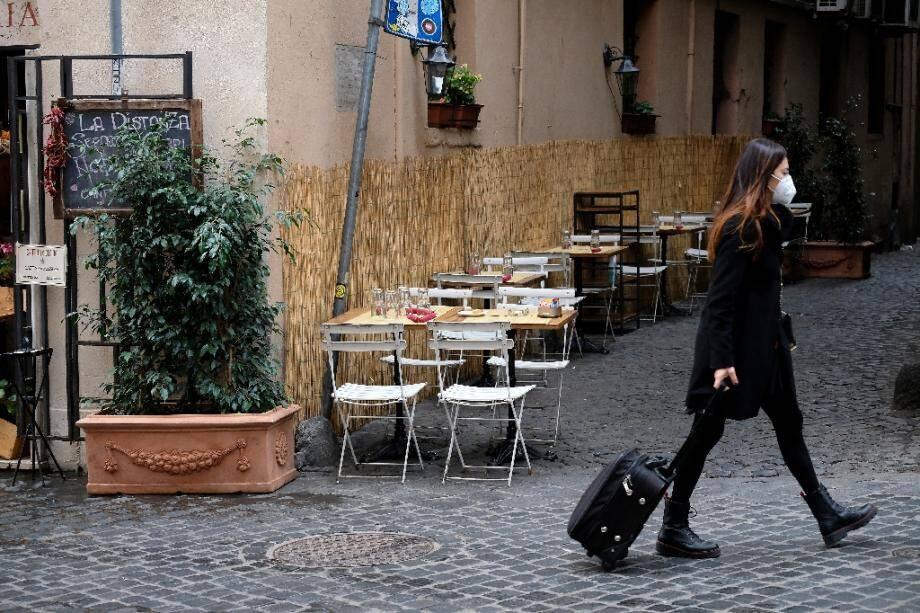 Dans une rue vide de Rome le 5 novembre 2020