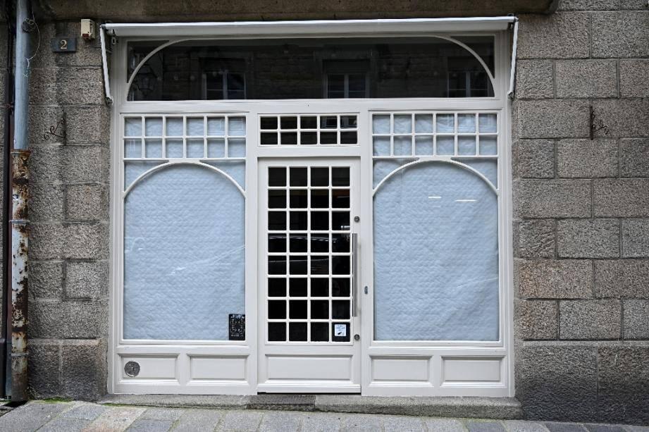 Un magasin fermé dans le centre de Saint-Malo, le 16 novembre 2020