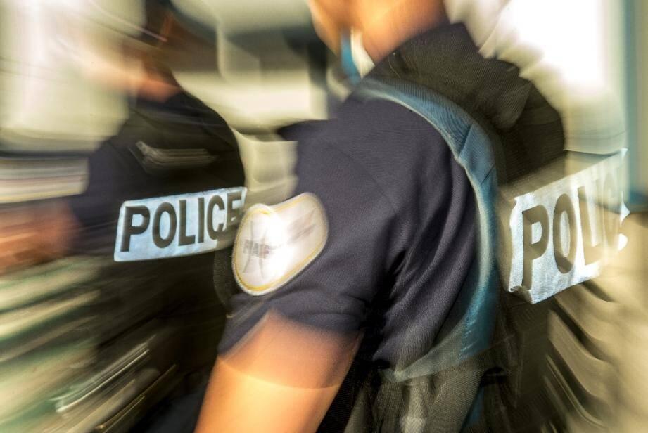 Une policière a été grièvement blessée aux Ulis (Essonne) après avoir été percutée par une voiture en fuite lors d'une intervention dans un camp de gens du voyage dans la nuit de samedi à dimanche