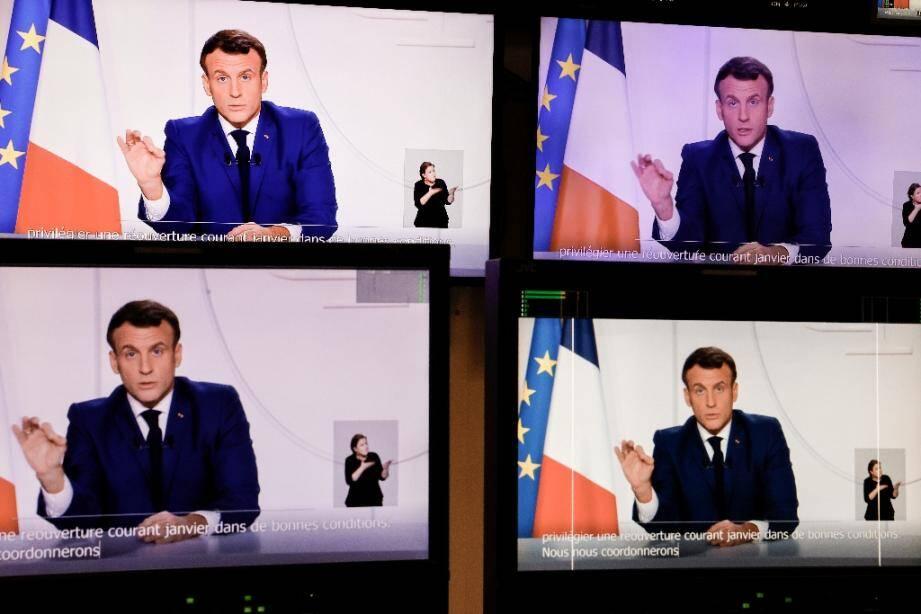 Le président français Emmanuel Macron s'adresse à la nation lors d'une allocution télévisée, le 24 novembre 2020 à Paris