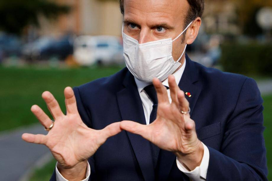 Emmanuel Macron le 23 octobre 2020 devant un hôpital à Pontoise