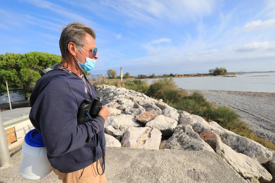 """Depuis la tempête Alex, il ne reste qu'un petit morceau de l'îlot (en haut à droite) qui trônait """"depuis 50 ans"""" au milieu du Var. Les goélands, cormorans et hérons cendrés ont de nouveau colonisé l'endroit."""