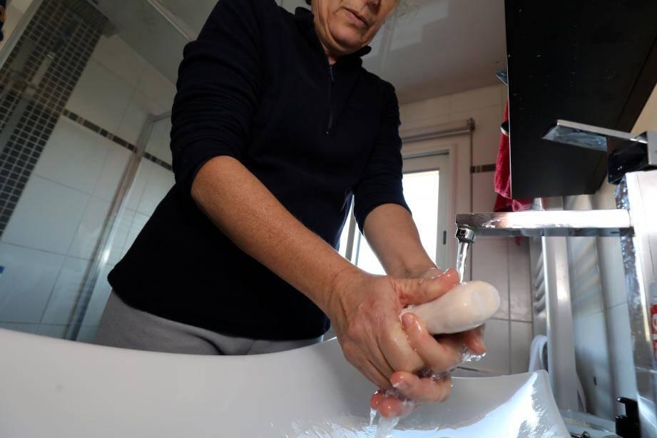 Se laver les mains. Souvent. C'est déjà une parade précieuse contre la propagation du coronavirus et autres bactéries.