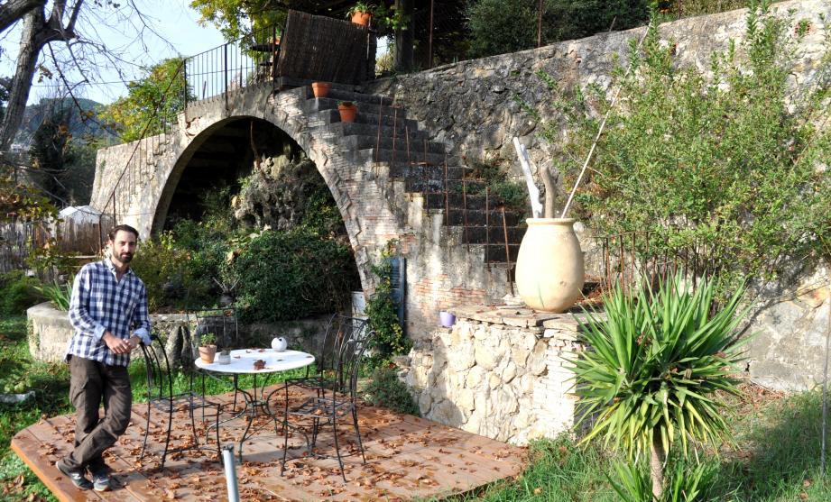 C'est au domaine de Castell-Reynoard que Julien réunit commerçants, producteurs locaux et clients.
