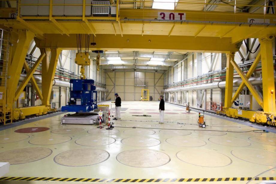 Dans l'Installation nucléaire de base CEDRA, sous les cercles, sont entreposés les déchets de Moyenne activité à vie Longue dans des colis de béton pour 50 ans maximum.