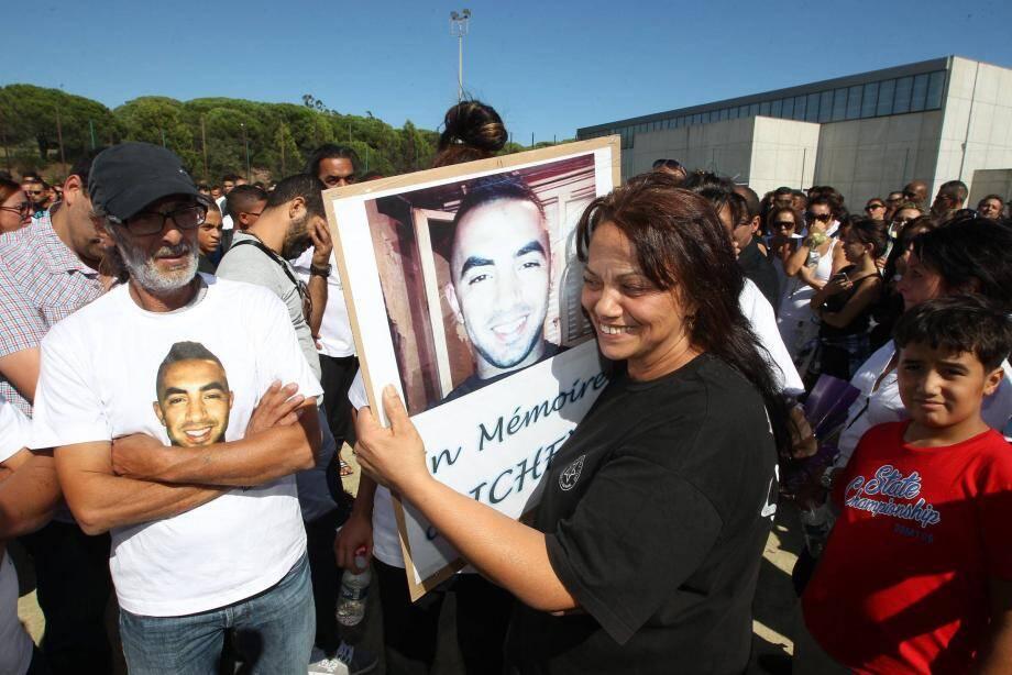 Une semaine après la mort d'Ichem, sa famille avait organisé une marche blanche qui avait réuni plusieurs centaines de personnes.