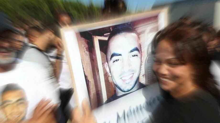 """Lors de la marche blanche pour Ichem le 5 septembre 2015, sauvagement assassiné sur le parking de la boite de nuit """"le Colisée"""" à Saint-Raphaël."""