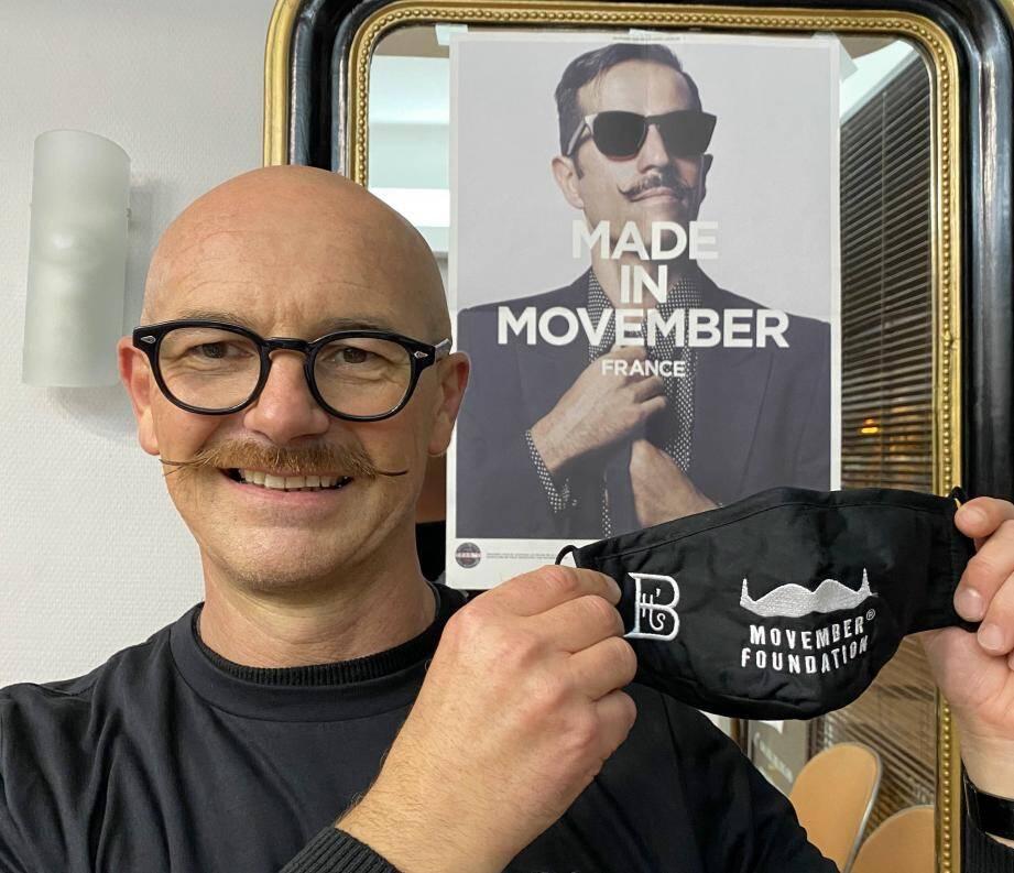 Laurent Briard a décidé de réinventer sa façon de participer au Movember. Première nouveauté, la vente de masques avec une moustache brodée, dont la recette sera reversée à la fondation.