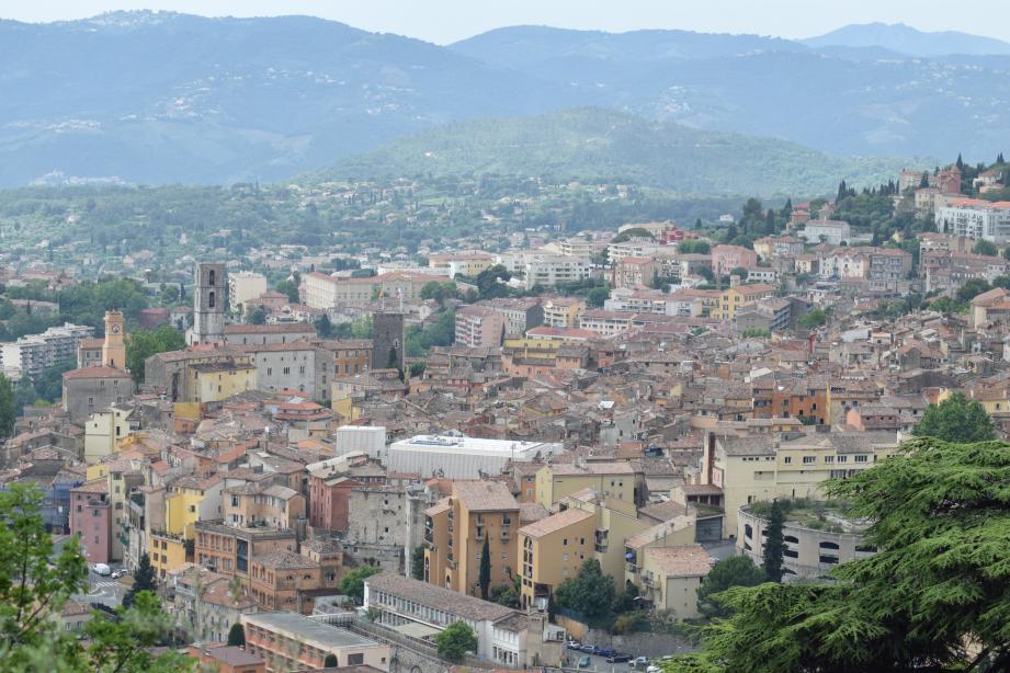 La ville de Grasse, comme d'autres communes du secteur, a refusé de transférer la compétence relative au PLU vers la communauté d'agglomération.