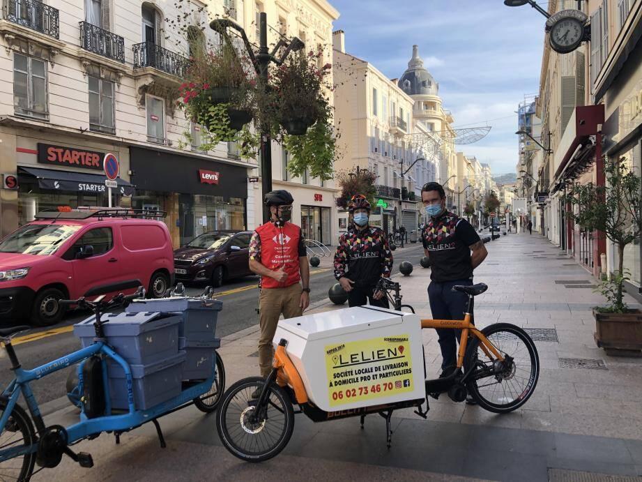 De gauche à droite : Sylvain, Julia et Maxime Le Nocher le jour du lancement dans la rue d'Antibes.