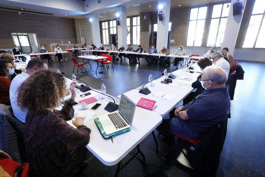 Le conseil municipal, qui s'est tenu au hall des expositions, aura duré moins de deux heures.