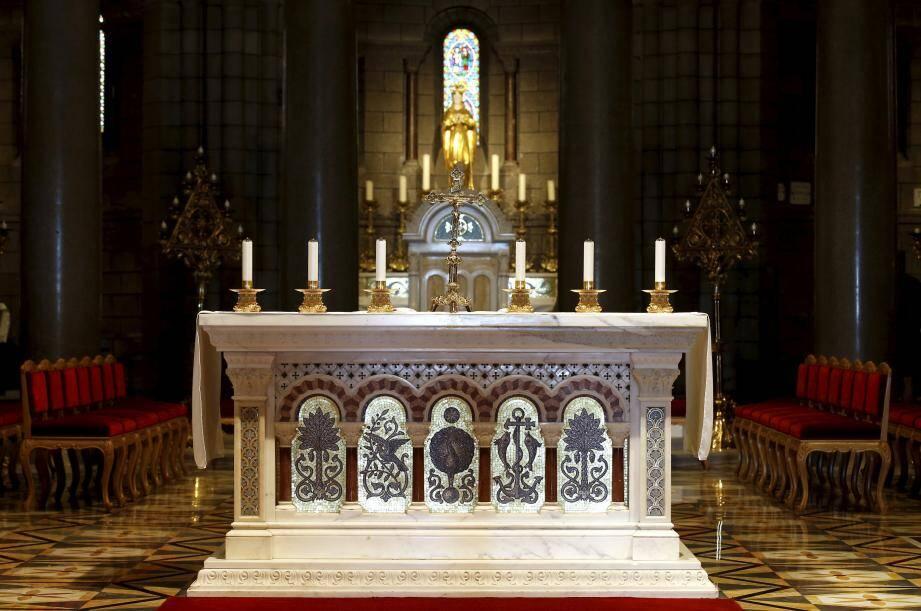 Le Conseil d'Etat a ordonné dimanche au gouvernement de revoir dans les trois jours son décret limitant à 30 personnes le nombre de fidèles autorisés à assister aux cérémonies religieuses.