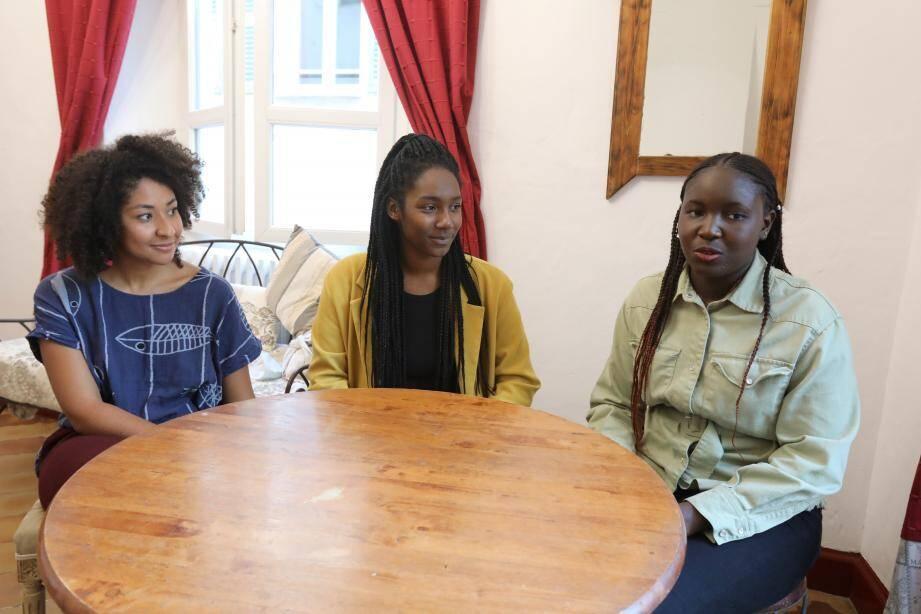Mikely, Tahi et Mariam sont toutes les trois étudiantes à Nice. Elles se posent beaucoup de questions sur ce qui les attend.
