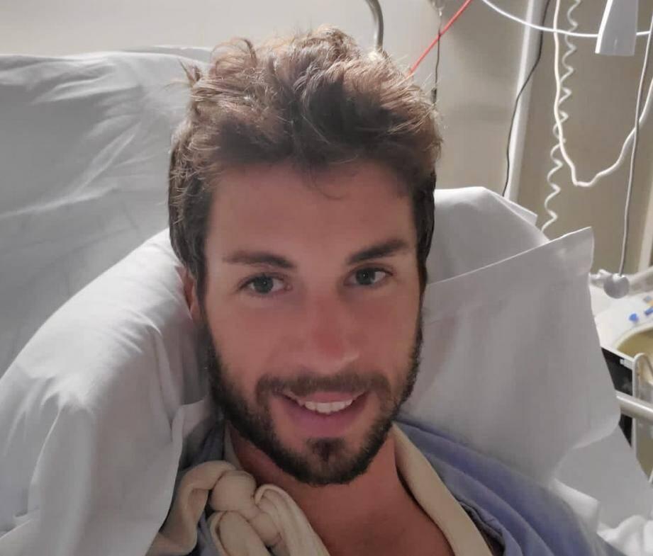 Mikael Cherel dans sa chambre d'hôpital, à la clinique Saint-Jean à Cagnes-sur-Mer jeudi.