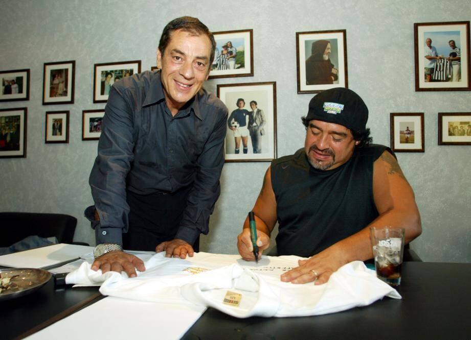 Antonio Caliendo dans son bureau monégasque, en 2003, avec Diego Armando Maradona.