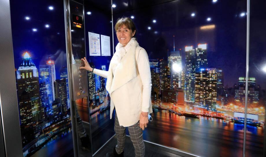 Avec Sylvie Wohlgemuth, les cabines d'ascenseur deviennent des œuvres d'art : parois, boîte à boutons... C'est elle qui les dessine. Les modèles sont déposés à l'INPI.