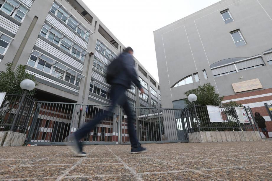 La fanfaronnade d'un jeune inconséquent a bouleversé la vie d'un enseignant du lycée Apollinaire de Nice.