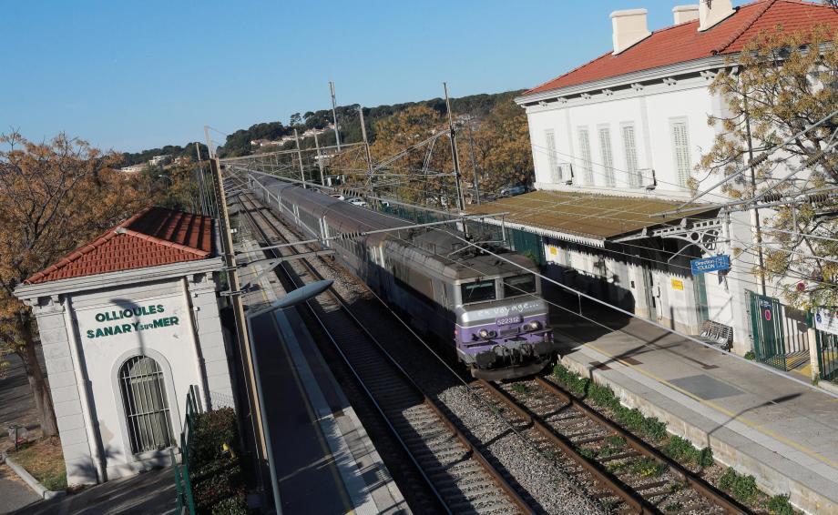 La gare de Saint-Cyr - La Cadière est la plus à l'ouest de Toulon et s'impose comme un outsider logique pour accueillir le futur terminus RER.