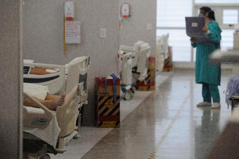 Des patients atteints du coronavirus dans l'unité de soins intensifs de l'hôpital de Mendoza, en Argentine, le 6 novembre 2020