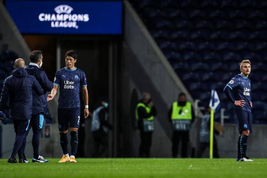 Les Marseillais Japanese abattus après leur déroute sur la pelouse du FC Porto en Ligue des champions, le 3 novembre 2020