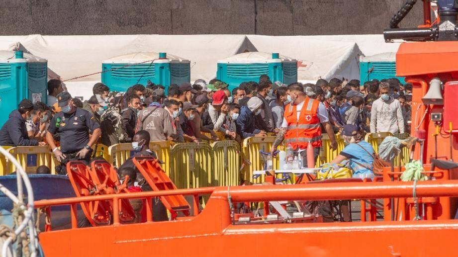 Des migrants maliens à la Grande Canarie après avoir été secourus par des garde-côtes espagnols.
