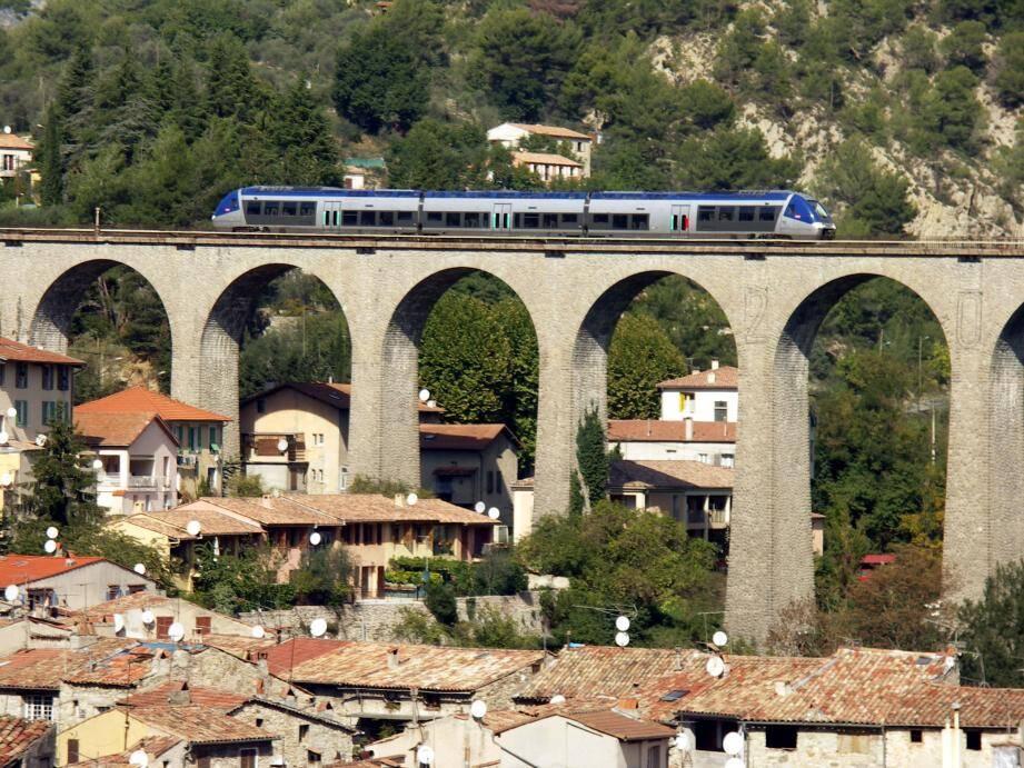 La ligne Nice-Breil-Coni est un patrimoine de génie civil extraordinaire. Ici, le viaduc de L'Escarène.