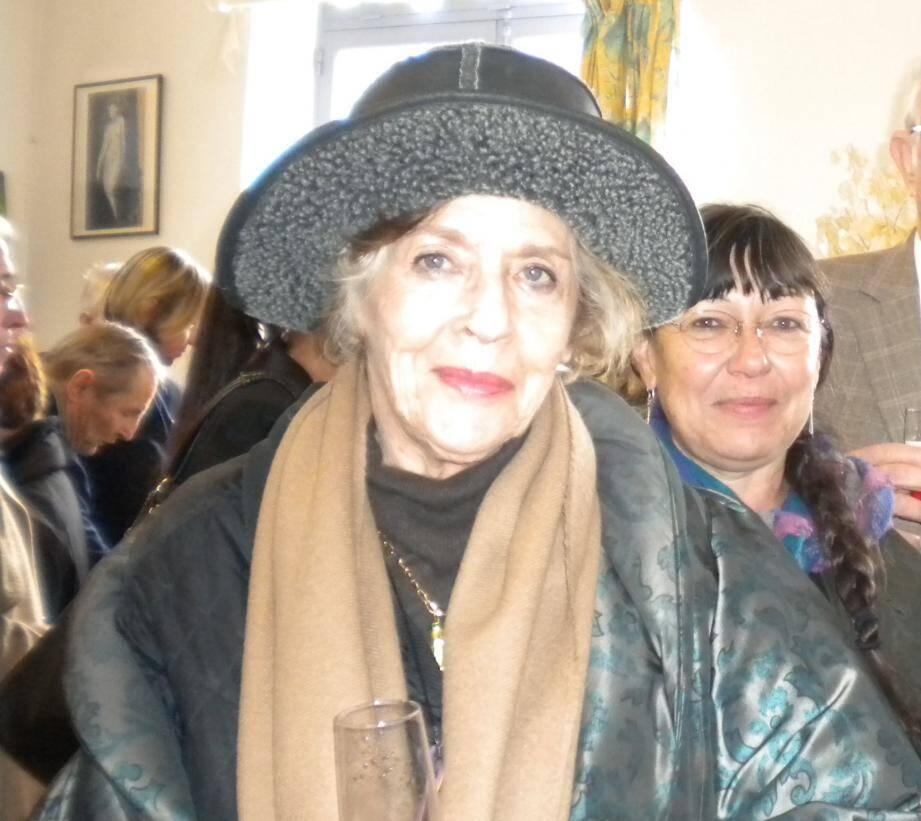 Nelly Kaplan lors de l'inauguration du square Georges-Makovski, résistant et compagnon de la réalisatrice, à la Roquette-sur-Siagne.
