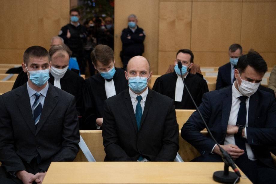 Trois des sept militaires, jugés pour homicide involontaire pour la mort par noyade du sous-lieutenant Jallal Hami en 2012 lors d'une soirée d'intégration à l'école de Saint-Cyr Coëtquidan, devant le tribunal correctionnel de Rennes, le 23 novembre 2020.
