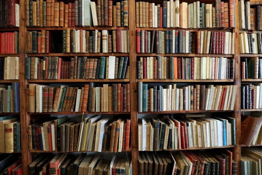 """Le maire de Nice réclame une """"équité"""" entre grandes surfaces et commerces de proximité, à l'image des librairies."""