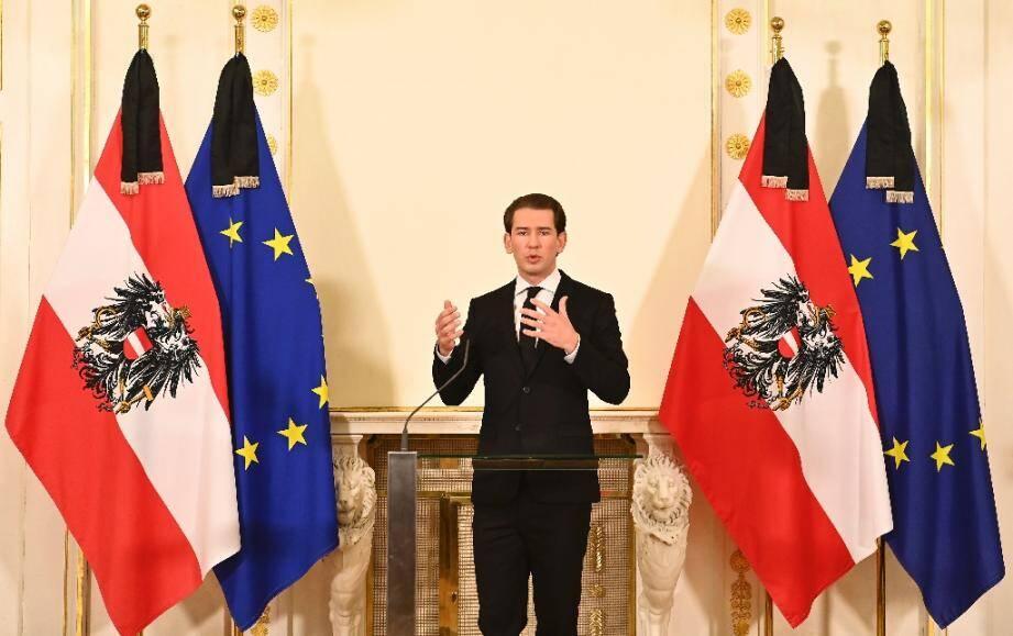 Le chancelier autrichien Sebastian Kurz s'adresse à la presse à Vienne le 3 novembre 2020 au lendemain de l'attentat qui fait au moins 4 morts