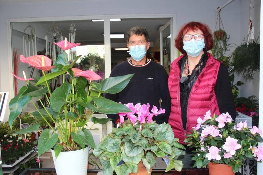 Les fleuristes Josiane et Joël Ferrer du Puits fleuri, ont mis en place un système de commandes et de livraisons.