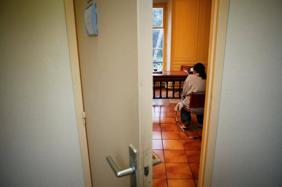 De nombreux Français plongés dans un état de profond mal-être lié au confinement, au coronavirus et au terrorisme