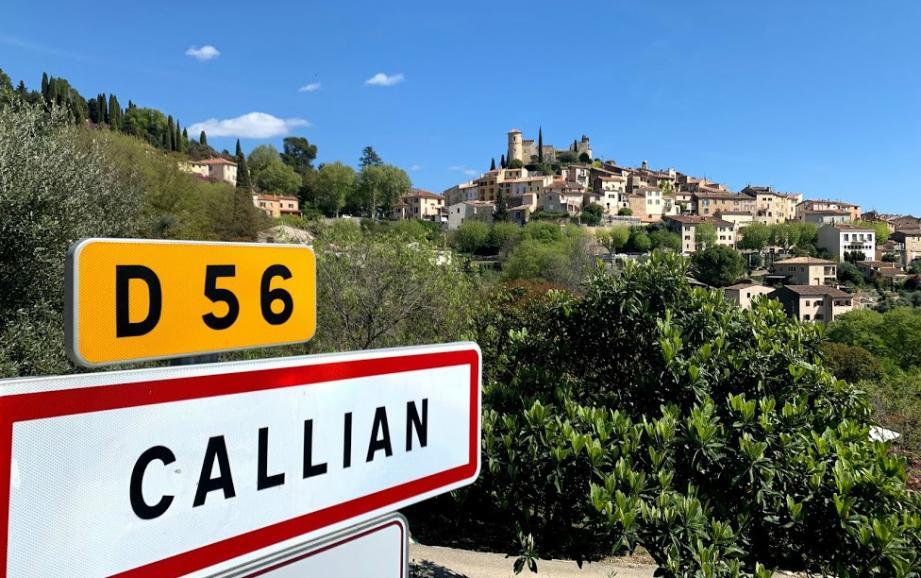 Vue sur le village de Callian, en Pays de Fayence.