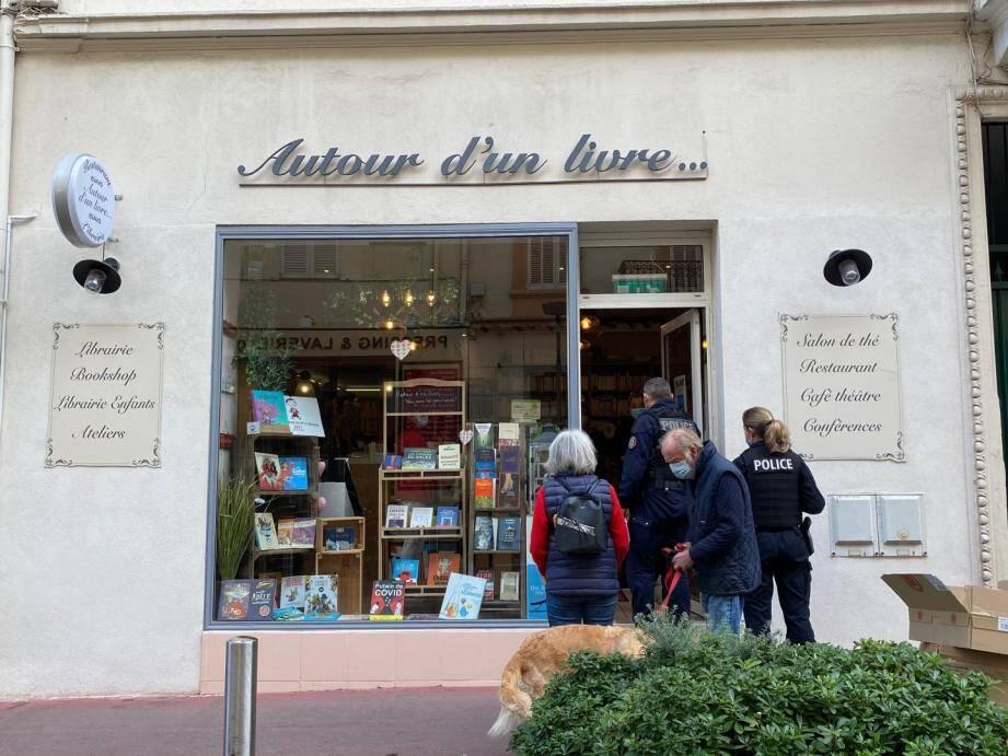 Vendredi dernier déjà la police est passée à la librairie.
