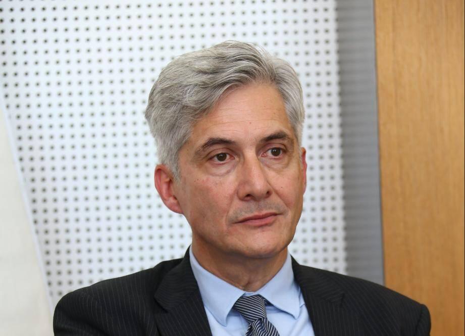 """""""La première crainte est la contamination de nos professionnels"""" confie Yves Servant, directeur de l'hôpital cannois."""