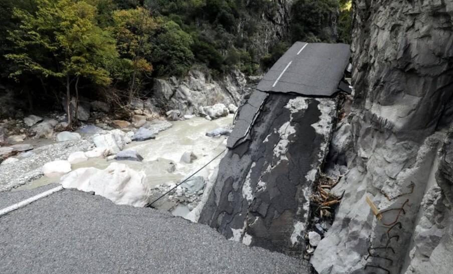 La route avait été soulevée entre Tende et Fontan.