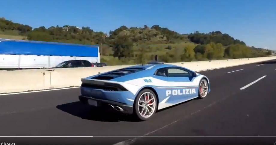 Ce vendredi 6 novembre, la police italienne a transporté un rein à 230 km/h à bord d'une Lamborghini, pour une transplantation d'organe urgente.