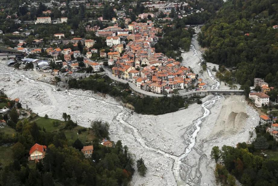 Vue aérienne de Saint-Martin-Vésubie le 3 octobre 2020 au lendemain de crues dévastatrices