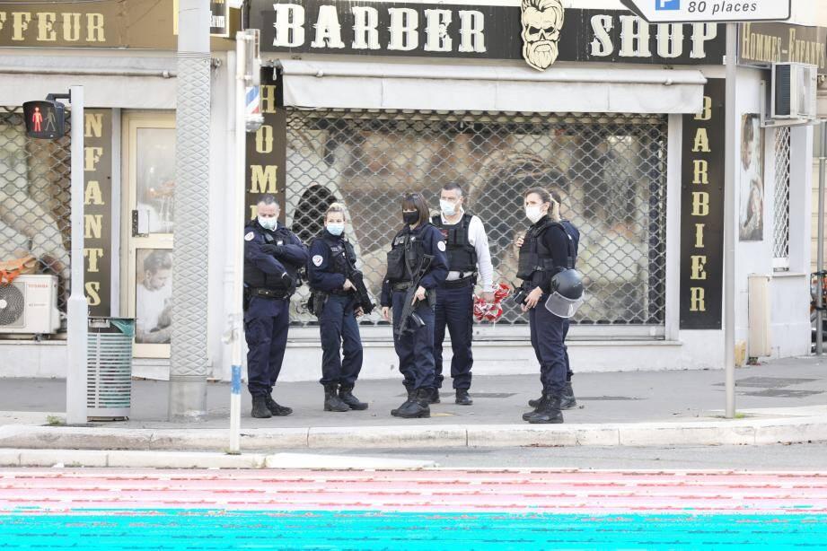 Les policiers ont levé leur lourd dispositif en milieu de matinée.