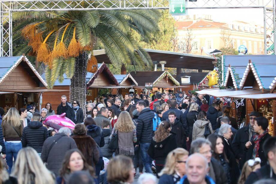 """En 2018 notamment, le marché de Noël de Nice avait eu un très grand succès. Cette année, ce sera un """"Noël de quartiers"""", sans village."""