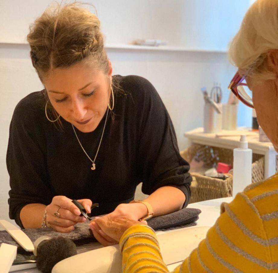 Les esthéticiennes se plaignent qu'on ne parle que des coiffeurs.
