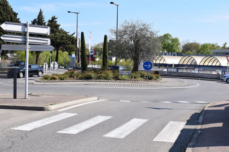 Depuis le rond-point de la Paoute, une liaison devrait permettre de rejoindre le double échangeur sur la pénétrante Cannes-Grasse. Un défrichage (avant travaux?) devrait intervenir sur la zone.