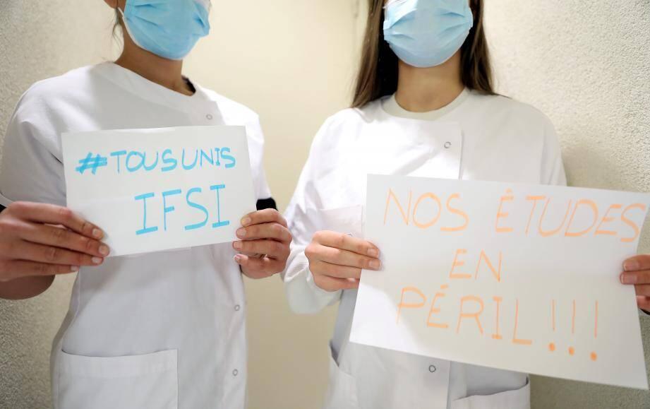 Les étudiants en seconde année de formation en soins infirmiers ont peur pour leur avenir professionnel.