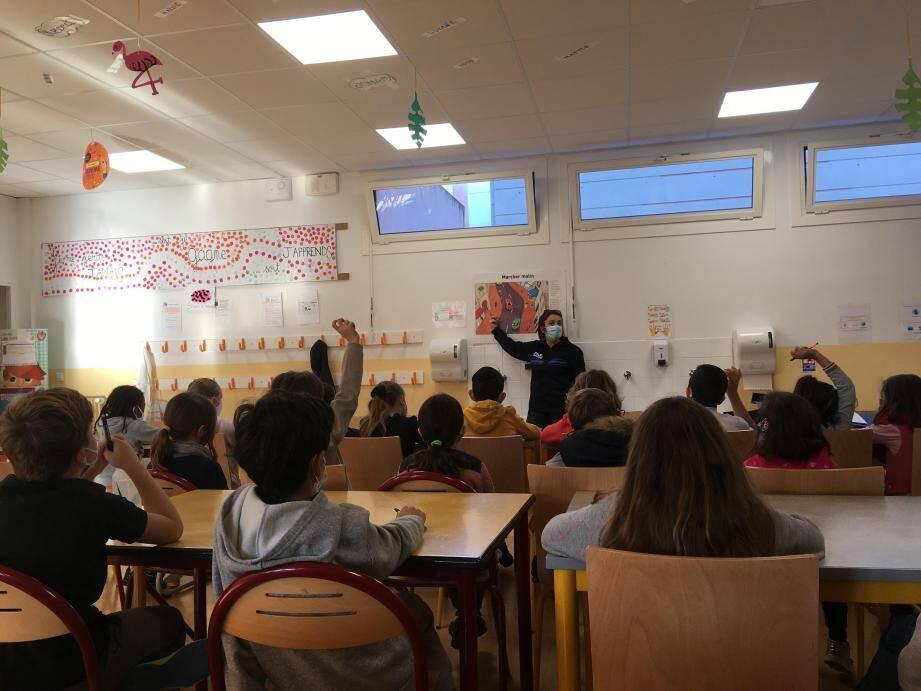 Les CE2 de l'école élémentaire Marcel-Pagnol ont passé leur permis piéton, hier matin.
