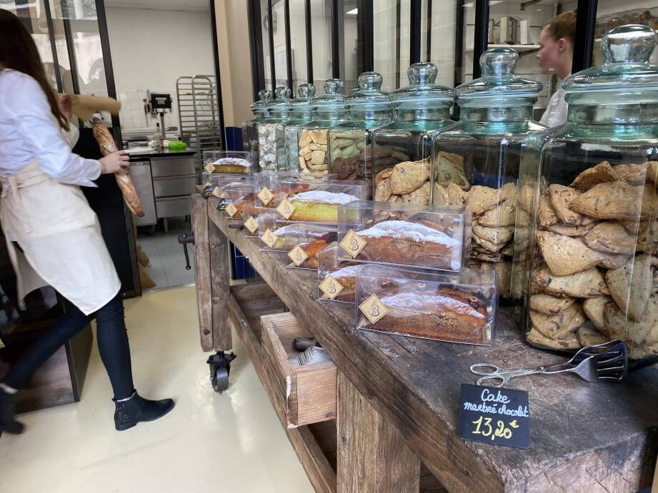 Pierre Briand a ouvert une confiserie entièrement artisanale, où Mélodie Voinet, la jeune pâtissière, réalise des prodiges en intégralité, à une ou deux exceptions près !